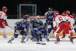 【八戸】後半からは完全なイーグルスペースになった/photo - Tohoku Ice Hockey Club